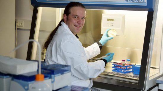 Prof. Dr. Christian Jogler, Professur für Mikrobielle Interaktionen, Friedrich-Schiller-Universität Jena, aufgenommen am 15.11.2019. Foto: Anne Günther/FSU