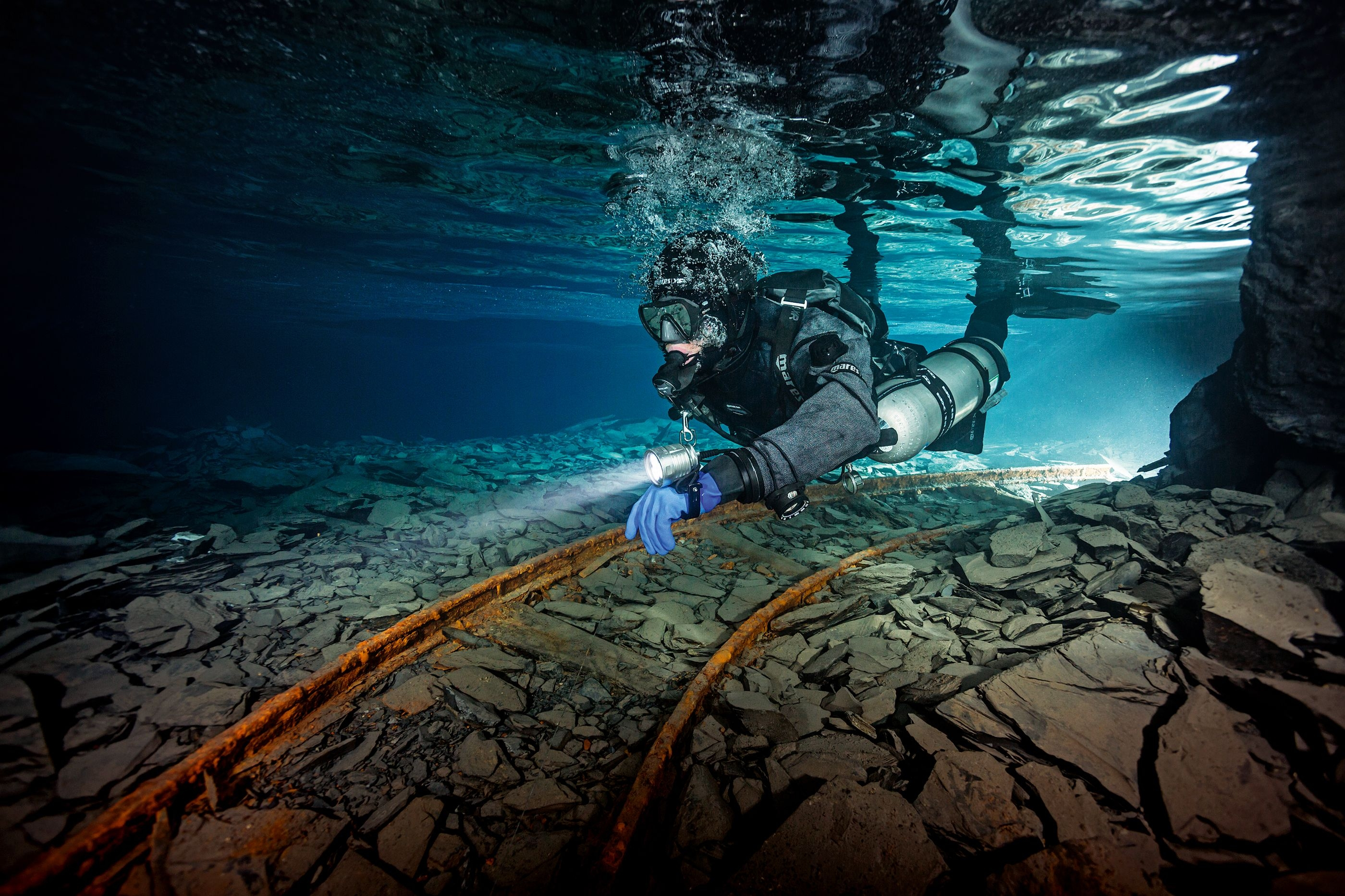 Extended Range Sidemount Diver swimming in a mien