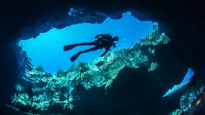 Find out the best cave diving dive sites here.