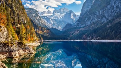 Local Diving - View of idyllic colorful autumn scenery with Dachstein mountain at lake Gosau